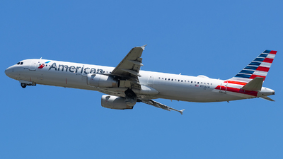 A picture of N558UW - Airbus A321231 - American Airlines - © Evan Dougherty