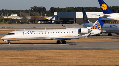 N772SK - Bombardier CRJ-701ER - United Express (SkyWest Airlines)