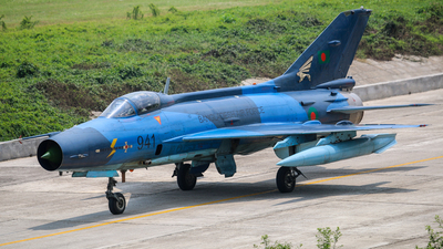 F941 - Chengdu F-7BG - Bangladesh - Air Force