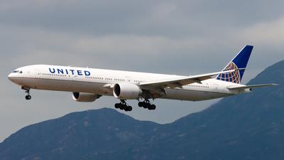 A picture of N2341U - Boeing 777322(ER) - United Airlines - © Chow Kin Hei - AHKGAP