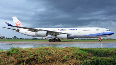 B-18805 - Airbus A340-313X - China Airlines