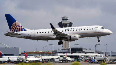 A picture of N136SY - Embraer E175LR - United Airlines - © Rocky Wang