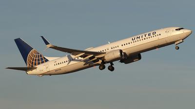 A picture of N37413 - Boeing 737924(ER) - United Airlines - © BizavMen