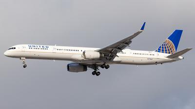 A picture of N77867 - Boeing 75733N - United Airlines - © Martin Pinnau
