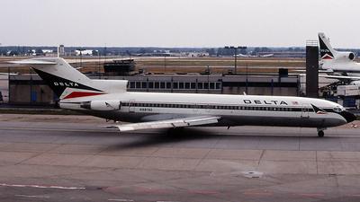 N8879Z - Boeing 727-225(Adv) - Delta Air Lines