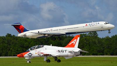 N911DE - McDonnell Douglas MD-88 - Delta Air Lines