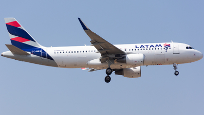CC-BFR - Airbus A320-214 - LATAM Airlines