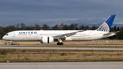 A picture of N24974 - Boeing 7879 Dreamliner - United Airlines - © Julian S.