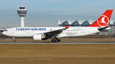 A picture of TCJIO - Airbus A330223 - Turkish Airlines - © Hugo Schwarzer