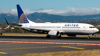 A picture of N37287 - Boeing 737824 - United Airlines - © Alfredo La Red