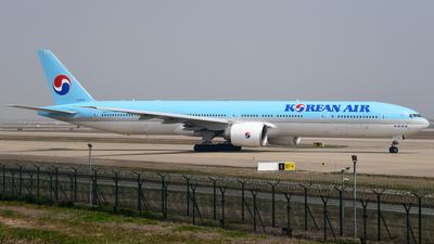 HL8210 - Boeing 777-3B5ER - Korean Air
