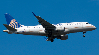 A picture of N655RW - Embraer E170SE - United Airlines - © Devin R