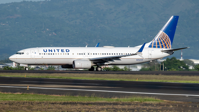 A picture of N76533 - Boeing 737824 - United Airlines - © Cristian Quijano