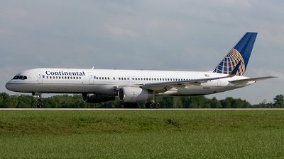 N12109 - Boeing 757-224 - Continental Airlines