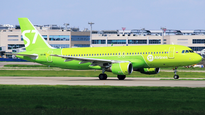 A picture of VQBES - Airbus A320214 - S7 Airlines - © Mikhail Tkachuk