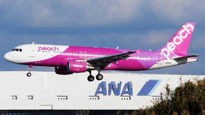 A picture of JA816P - Airbus A320214 - Peach - © tomobile