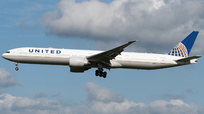 A picture of N2135U - Boeing 777322(ER) - United Airlines - © Yuki K