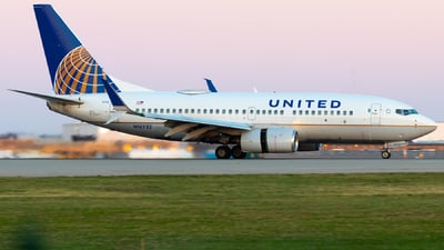 A picture of N16732 - Boeing 737724 - United Airlines - © Davin Amy