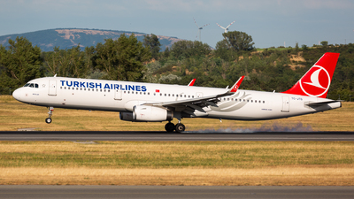 A picture of TCJTG - Airbus A321231 - Turkish Airlines - © Thomas Ranner