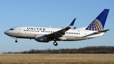 N13718 - Boeing 737-724 - United Airlines