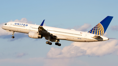 N67134 - Boeing 757-224 - United Airlines