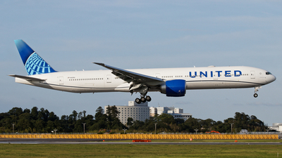 N2251U - Boeing 777-300ER - United Airlines