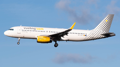 A picture of ECLUO - Airbus A320232 - Vueling - © Karam Sodhi