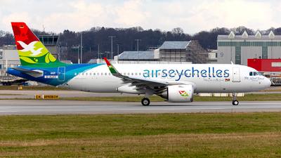 A picture of DAUAV - Airbus A320 - Airbus - © Kosmopoliks