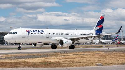 CC-BEN - Airbus A321-211 - LATAM Airlines