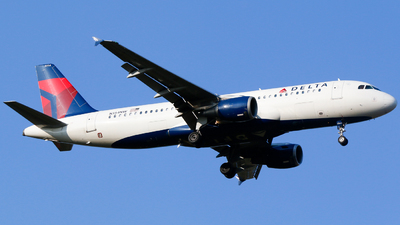 A picture of N354NW - Airbus A320212 - Delta Air Lines - © Alec Mollenhauer