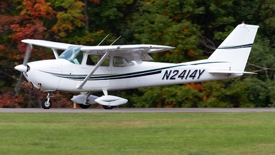 N2414Y - Cessna 172D Skyhawk - Private