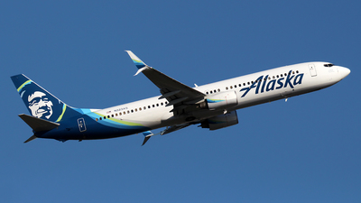 A picture of N323AS - Boeing 737990 - Alaska Airlines - © Huy Do