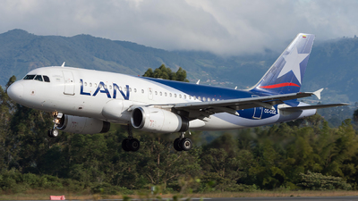 A picture of CCCOZ - Airbus A319132 - LATAM Airlines - © Alex Rivera