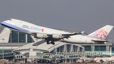 A picture of B18725 - Boeing 747409(F) - China Airlines - © Frank Yang