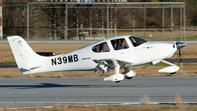N39MB - Cirrus SR20 - Private