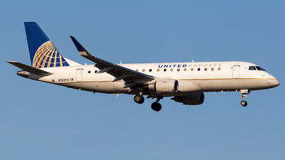 A picture of N743YX - Embraer E175LR - United Airlines - © Wenjie Zheng