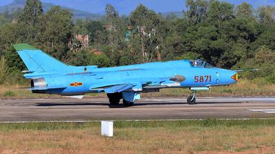 5871 - Sukhoi Su-22M4 Fitter K - Vietnam - Air Force