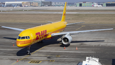 A picture of DALEV - Boeing 75728A(SF) - DHL - © Kevin Schaaser