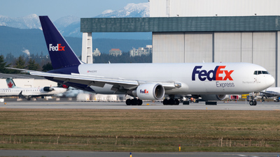 A picture of N123FE - Boeing 7673S2F(ER) - FedEx - © Thomas Lin