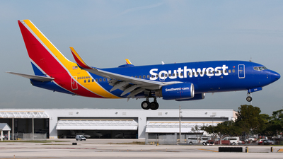 A picture of N925WN - Boeing 7377H4 - Southwest Airlines - © PAUL LINK