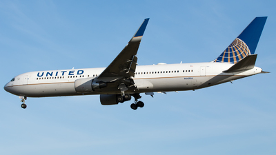 A picture of N665UA - Boeing 767322(ER) - United Airlines - © Stephen Duquemin