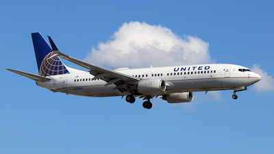 A picture of N33284 - Boeing 737824 - United Airlines - © Michael Durning