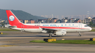 A picture of B6697 - Airbus A320232 - Sichuan Airlines - © TMC_LOU8