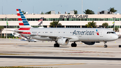 A picture of N177US - Airbus A321211 - American Airlines - © HAOFENG YU