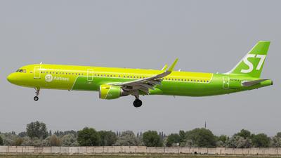 A picture of VQBFJ - Airbus A321211 - S7 Airlines - © Saprykin Vladislav
