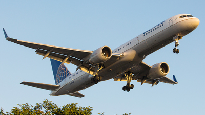 N587UA - Boeing 757-222 - United Airlines