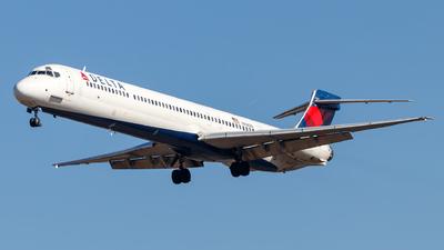 N916DN - McDonnell Douglas MD-90-30 - Delta Air Lines