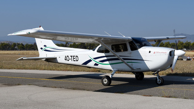 A picture of 4OTED - Cessna 172S Skyhawk SP - [172S8898] - © Victor Roy Tian