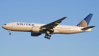 N795UA - Boeing 777-222(ER) - United Airlines