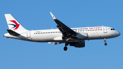 A picture of B8227 - Airbus A320214 - China Eastern Airlines - © Lazy Clutch
